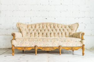 Antique wooden sofa: Designed by Mrsiraphol / Freepik